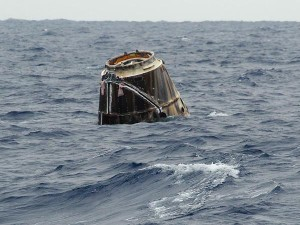 spacex-dragon-capsule-splashes-down-ocean_600x450